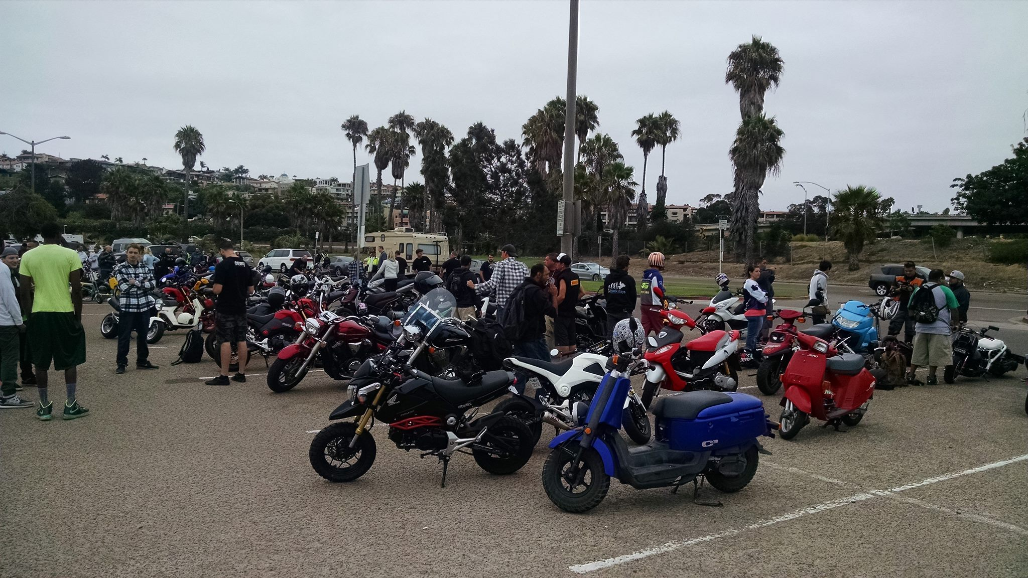 Went to a scooter/Grom Rally last Saturday called RiderzBlok-14125087_10208173864836870_6767228640968098998_o.jpg