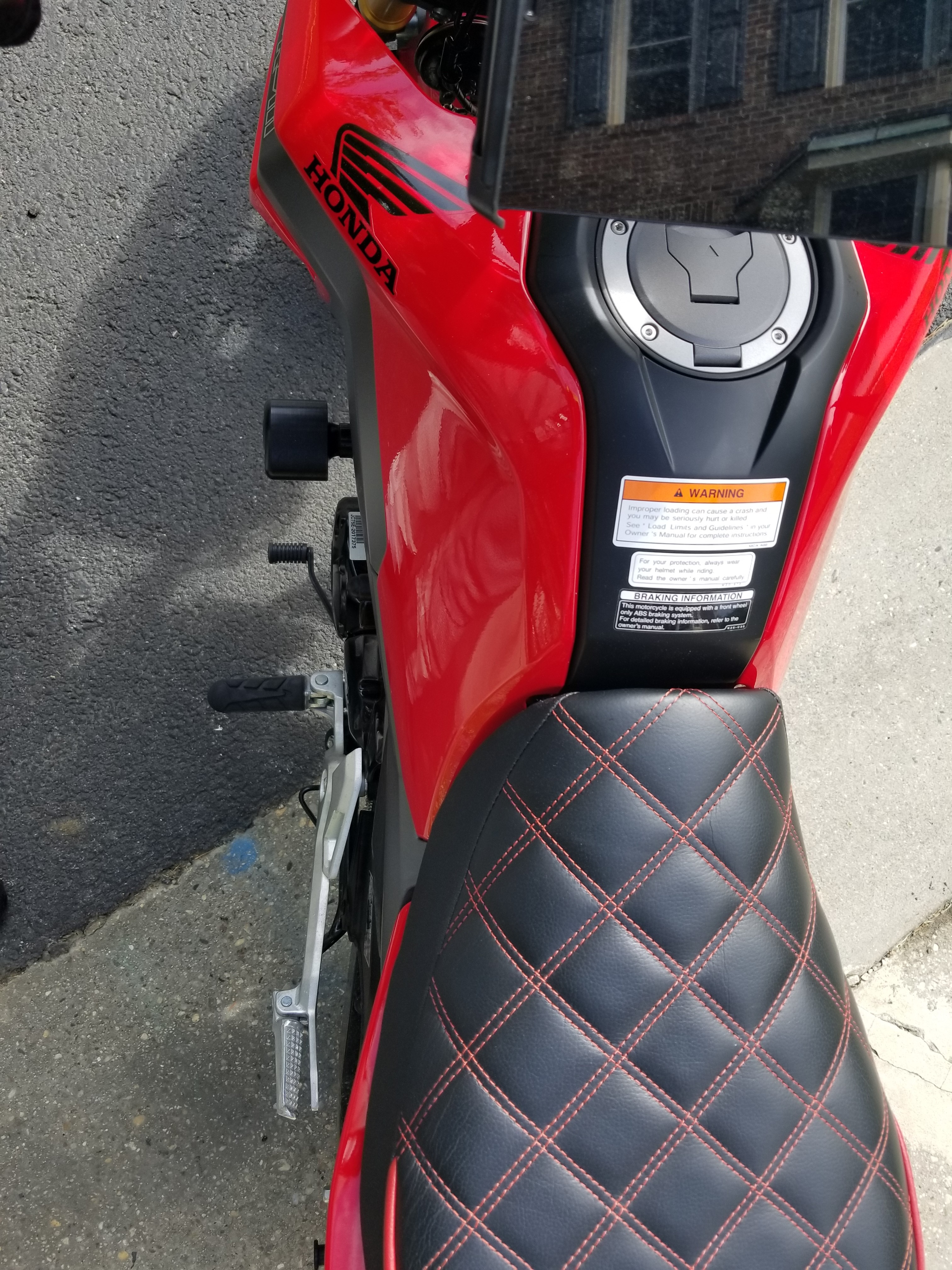 Are there any frame sliders that make contact with the ground when tipped over?-20190521_163852.jpg