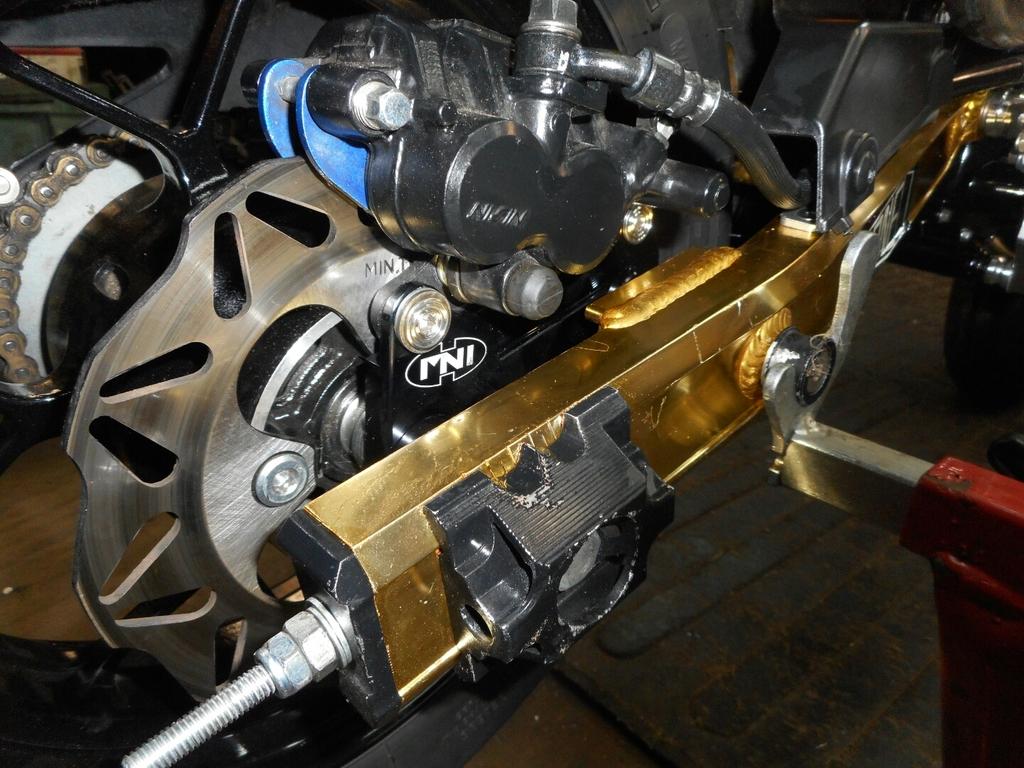 twin pot rear brake adapter, anybody used one?-dscn0895_zpscad5npc3.jpg